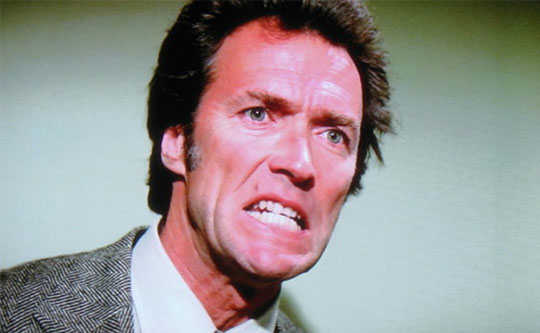 Clint reageert vol onbegrip op de keuze voor Tyne Daly in The Enforcer