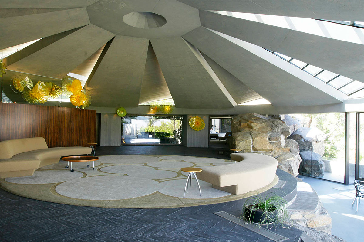 Het Elrod House van architect John Lautner. Gebruikt in Diamonds are Forever.
