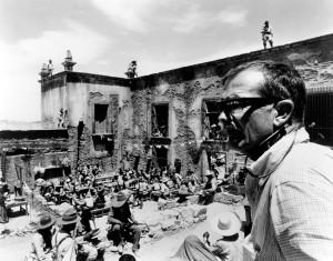 Sam Peckinpah tijdens het filmen van het grote slotgevecht